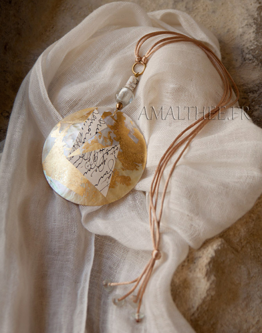 Mother of pearl contemporary necklace Joyas