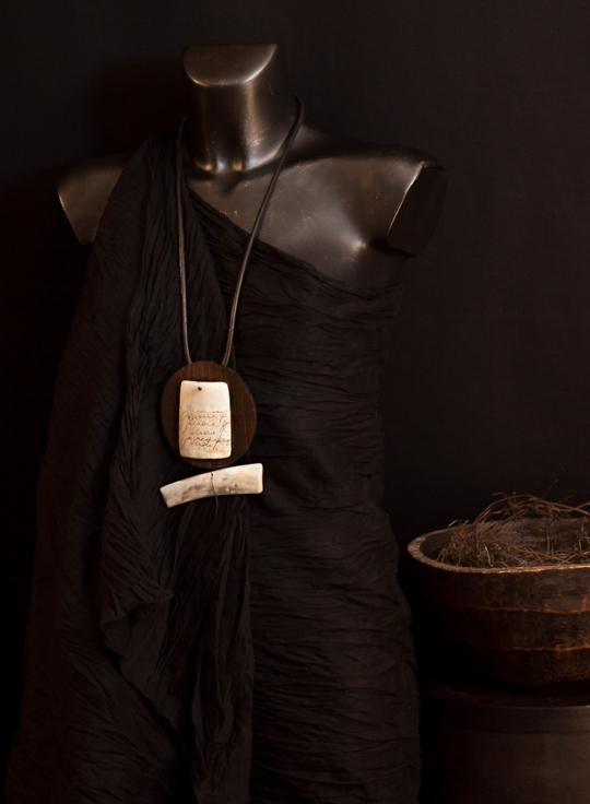Wood necklace: Macassar ebony and zebu horn necklace Joyas