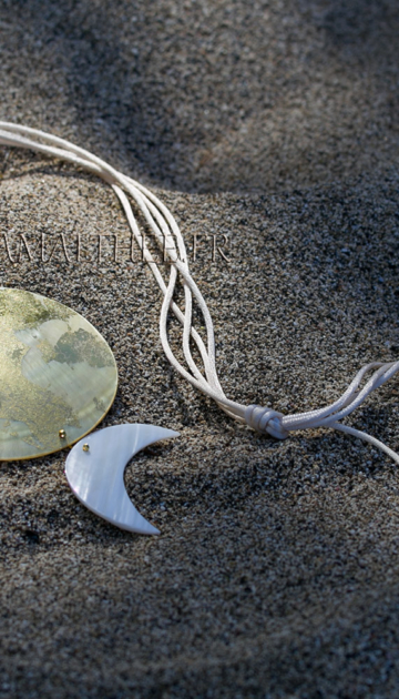 Wedding necklace mother of pearl with gold leaf Joyas