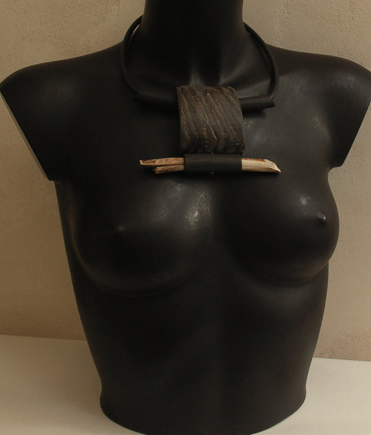 ethnic jewel, tribal necklace made of horn, wood and rubber Joyas