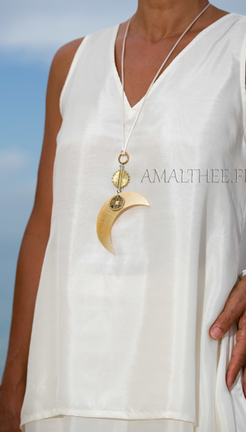 mother of pearl necklace: Mother of pearl Moon pendant Joyas