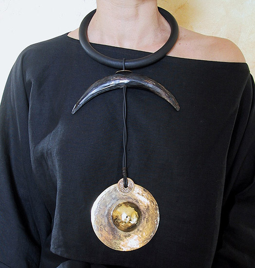 ethnic necklace with horn and bronze Joyas
