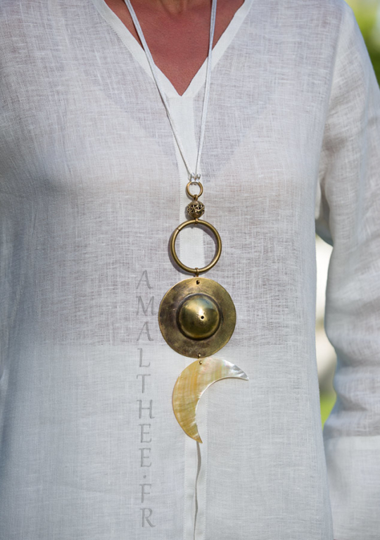 Bridal jewel: Yin and Yang talisman, Cosmic Union between The Sun and The Moon Joyas