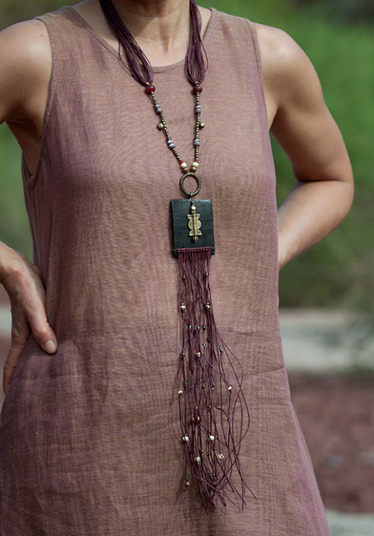 Statement jewel: colorful ethnic beads and leather Joyas