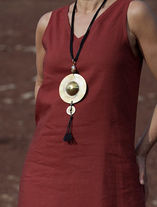 Oriental style: hand hammered and polished brass disk Joyas