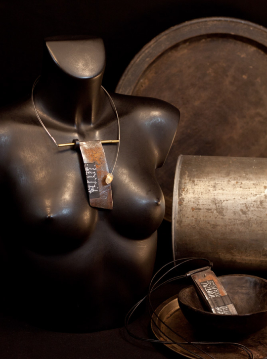 Contemporary and atypical jewelry for this oxidized metal necklace Joyas