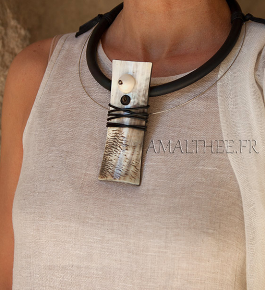 Contemporay natural horn jewel with rubber Joyas