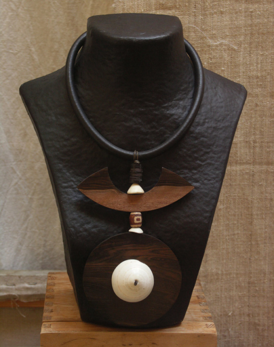 Necklace with Macassar ebony and ethnic beads and Mauritanian shell Joyas