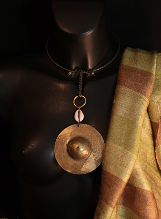 oriental jewelry:necklace with hammered iron and  bronze pendant Joyas