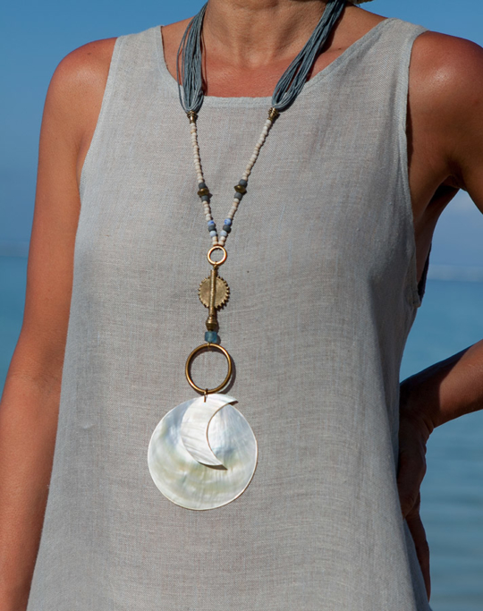 Mother of pearl pendant Sun and Moon Joyas