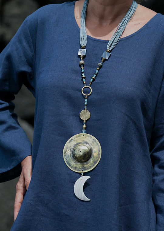 Blue and golden hues for this mother of pearl talisman. Softly polished hand hammered brass disc. Joyas