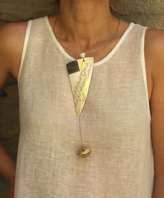 Contemporary design for this horn necklace Joyas