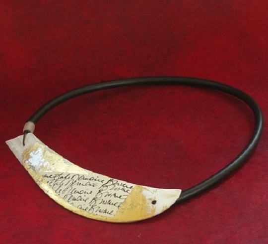 Unique jewelry : Mother of pearl necklace patinated with gold leaf Joyas