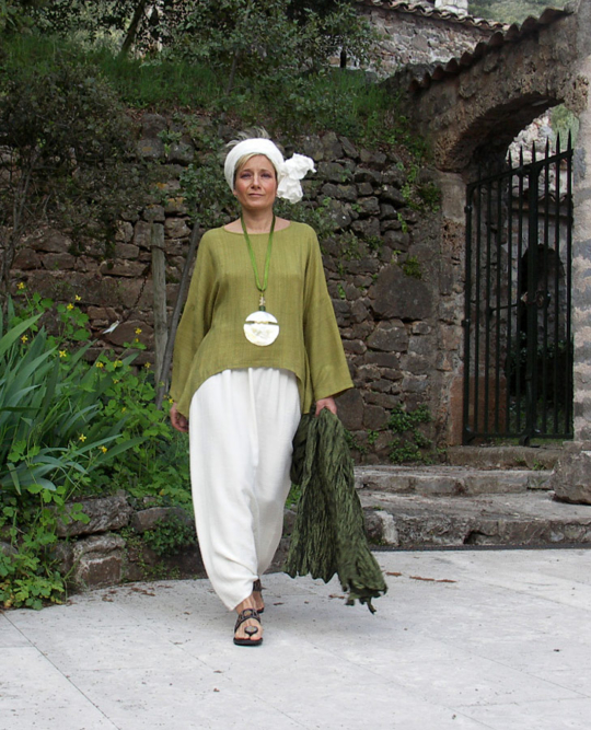 Top unstructured made of raw silk lime green color and harem pants Looks