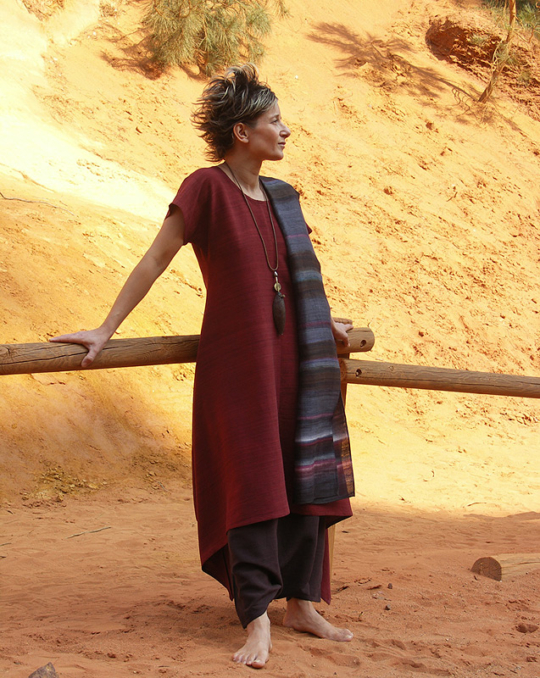 Ethnic style clothes: Raw silk tunic 'dark red'. Looks