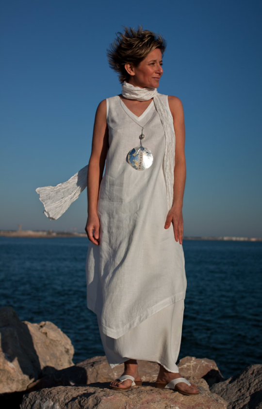 Set of white linen: tunic and harem pants Looks