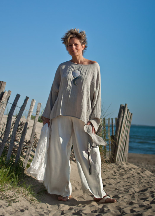 Loose fit: pale grey top made of mixed linen Looks