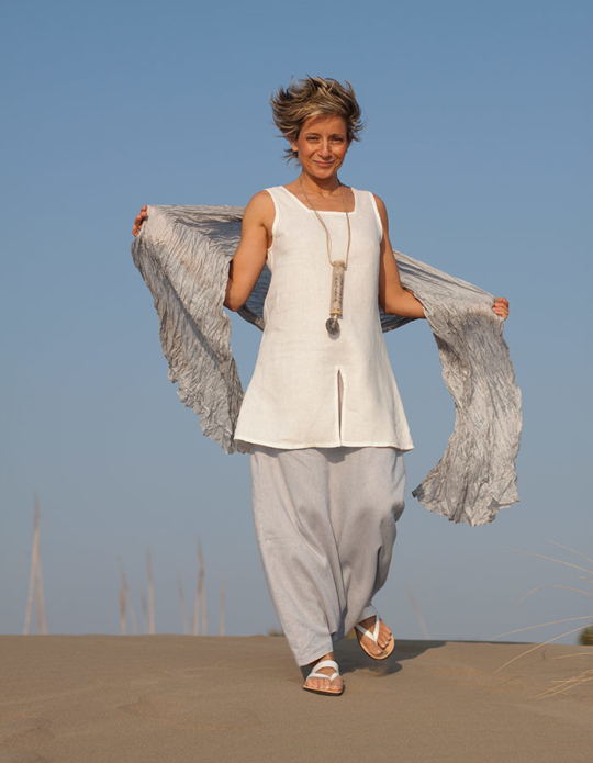 White linen tunic 'Arcade', ice blue linen sarouel/skirt Looks