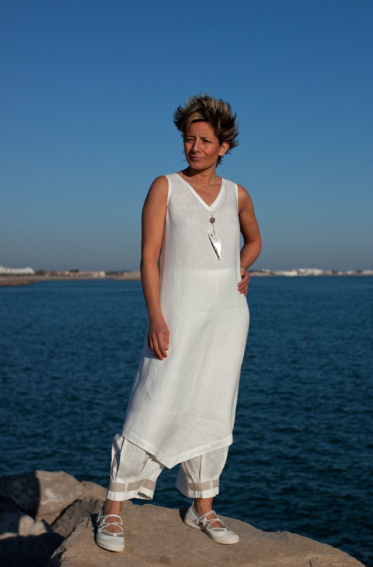 Set of white linen: Tunic and 3/4 pants Looks