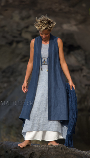 Long blue summer linen vest and white flare pants Looks